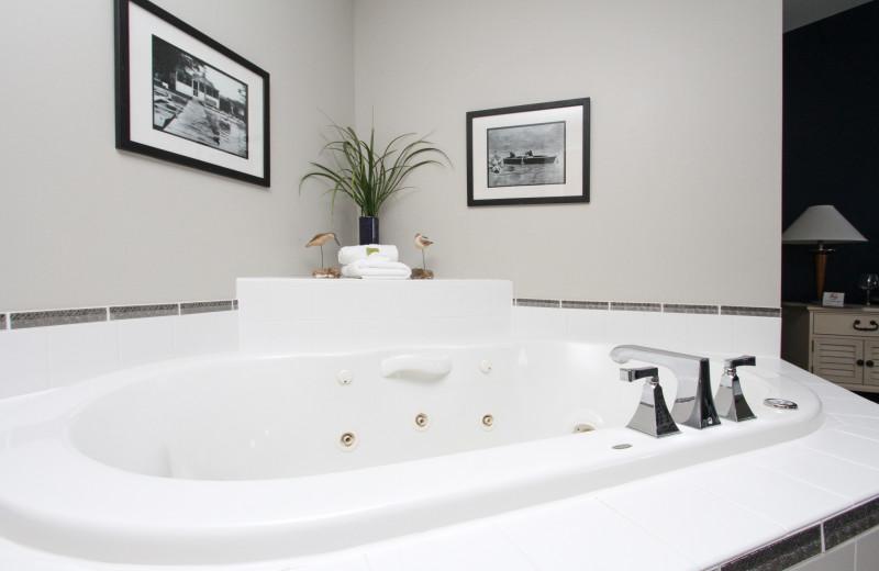Guest bathroom at Bay Pointe Inn Lakefront Resort.