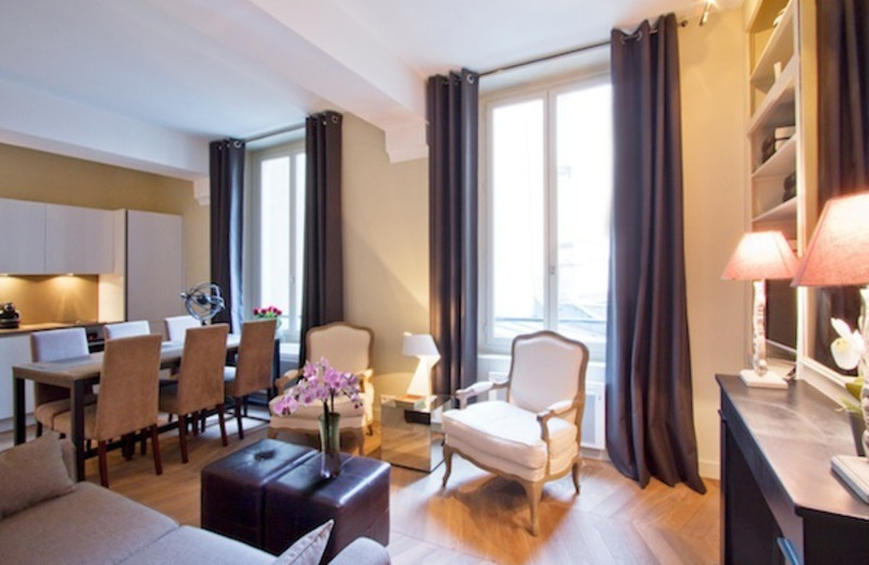 Guest suite at CobbleStay.com.
