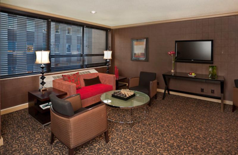 Club Lounge at Crowne Plaza Minneapolis