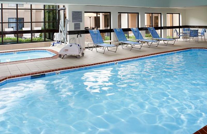 Indoor pool at Courtyard by Marriott Detroit Auburn Hills.