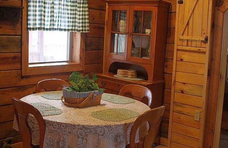 Cabin dining room at Red River Gorge Cabin Company.