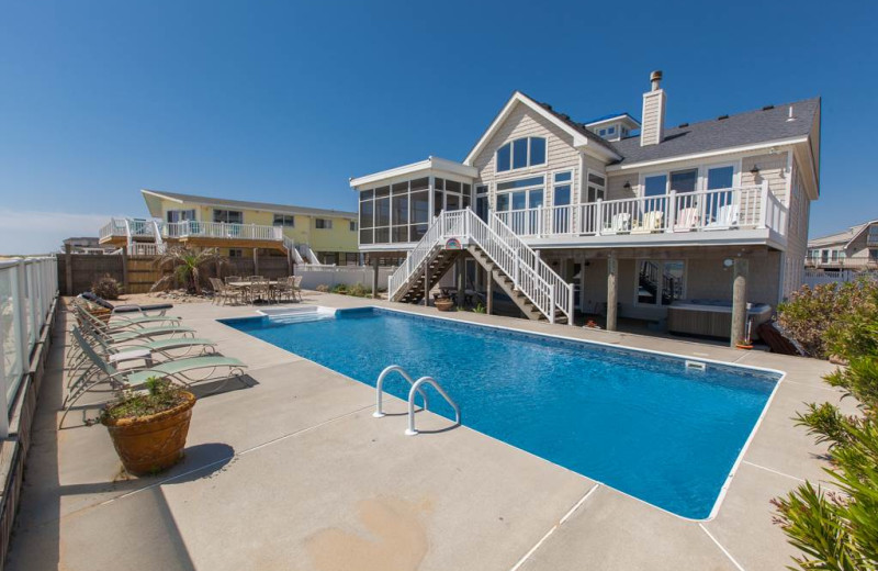 Rental outdoor pool at Sandbridge Realty.