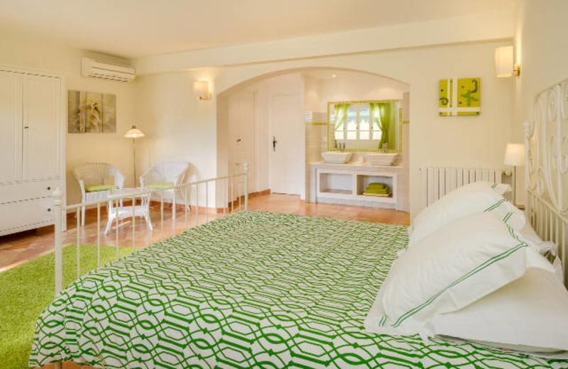 Guest room at Le Clos des Pins.