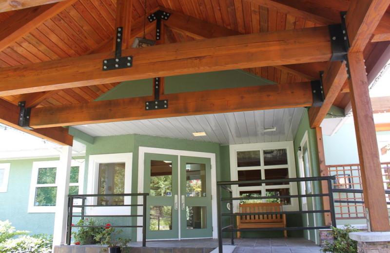 Entrance to Honeymoon Bay Lodge & Retreat.