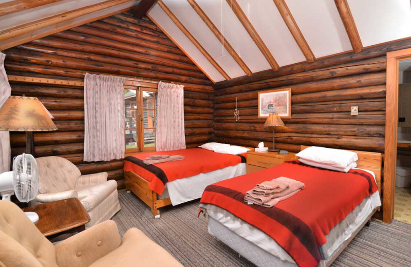 Cabin and Cottage accommodations at Manotak Lodge