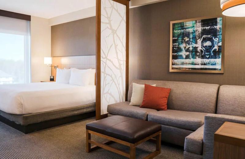 Guest room at Hyatt Place Buffalo/Amherst.