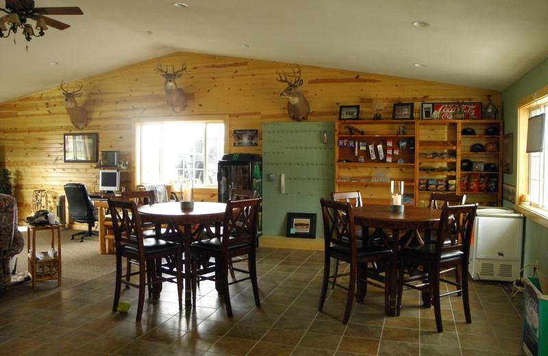 Dining at Lakeroad Lodge.