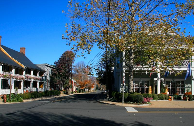 Town near Foster Harris House Bed & Breakfast.