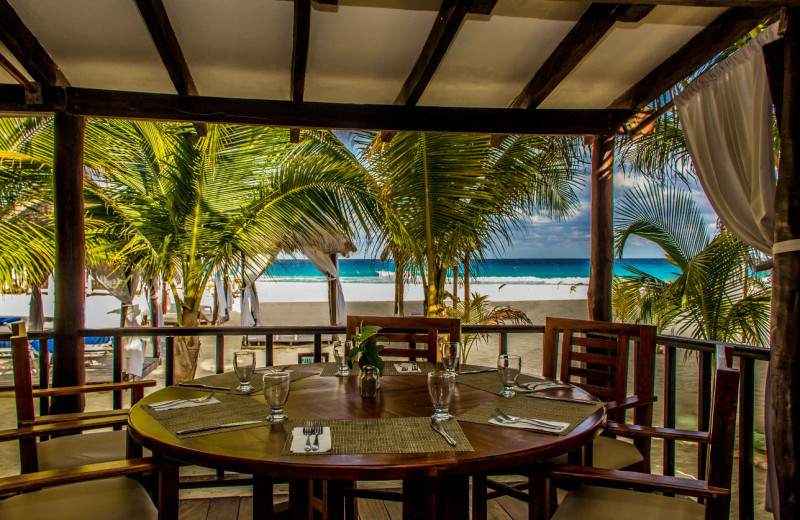Dining at Flamingo Cancun Resort & Plaza.