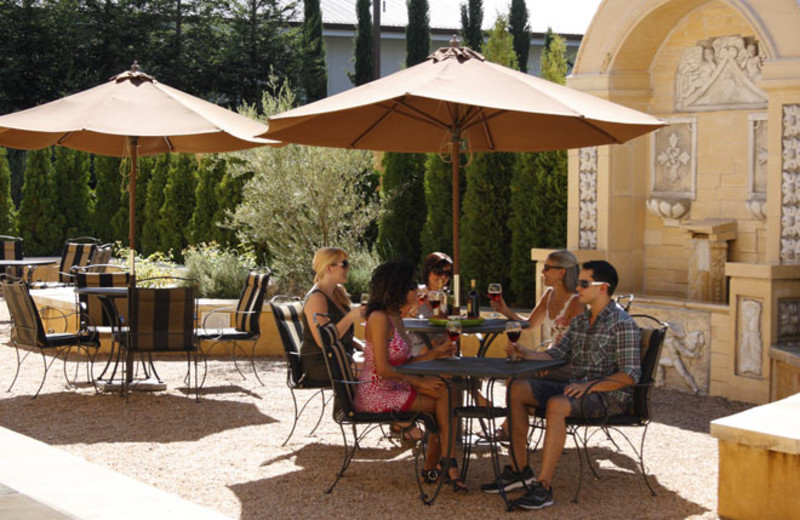 Outdoor dining at Best Western Dry Creek Inn Hotel.