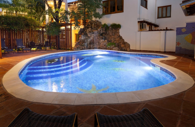Outdoor pool at Hotel Westfalenhaus.
