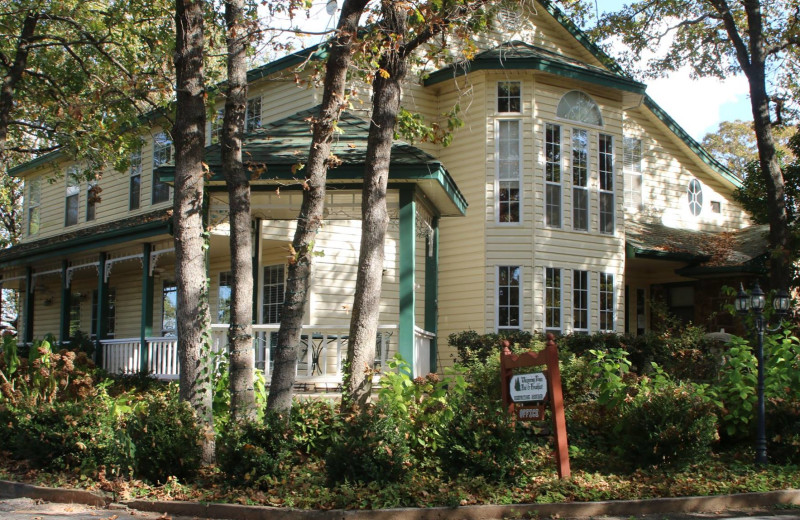 Exterior view of Whispering Pines Inn.