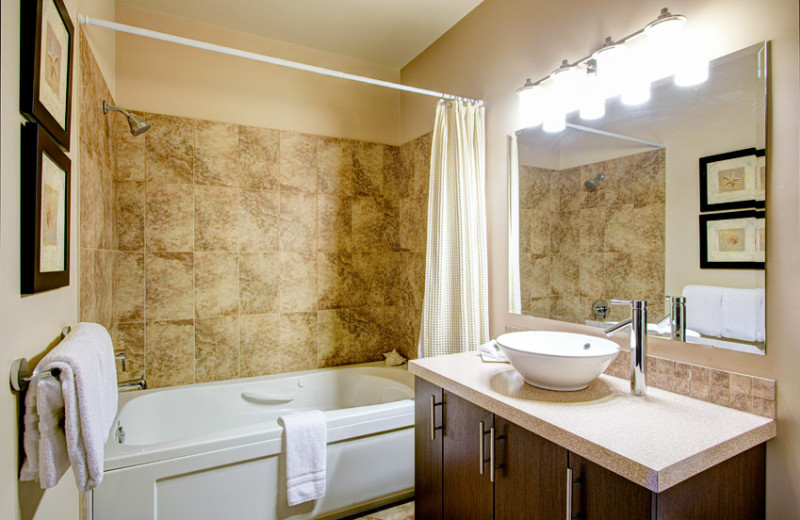 Guest bathroom at Sunrise Ridge Waterfront Resort.