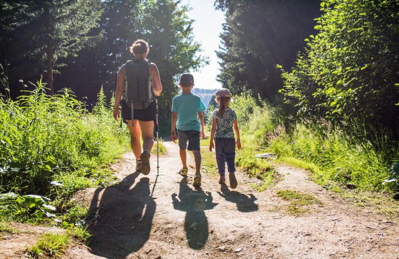 Family hiking at Pine Ridge Log Cabins.