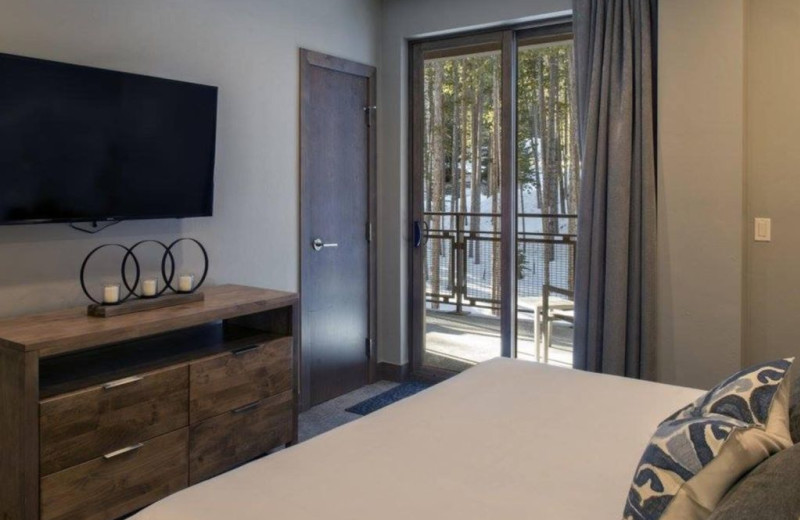 Guest bedroom at Grand Colorado on Peak 8.