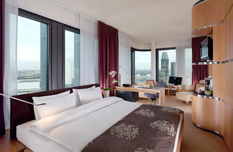 Guest suite at Swissôtel Berlin.