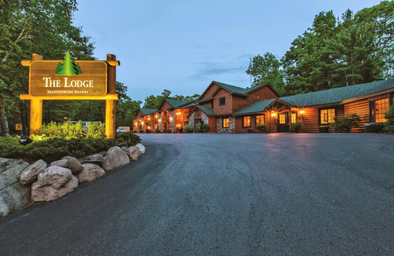 Exterior view of Timberline Inn.