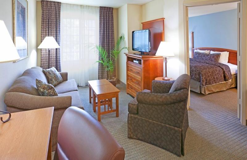 Guest room at Staybridge Suites DALLAS-LAS COLINAS AREA.