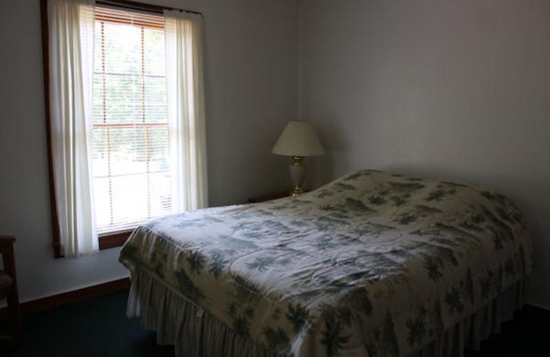 Guest bedroom at Kentucky Beach Resort.