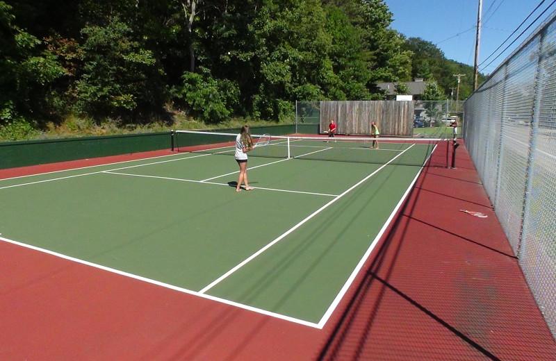 Tennis court Chimney Corners Resort.