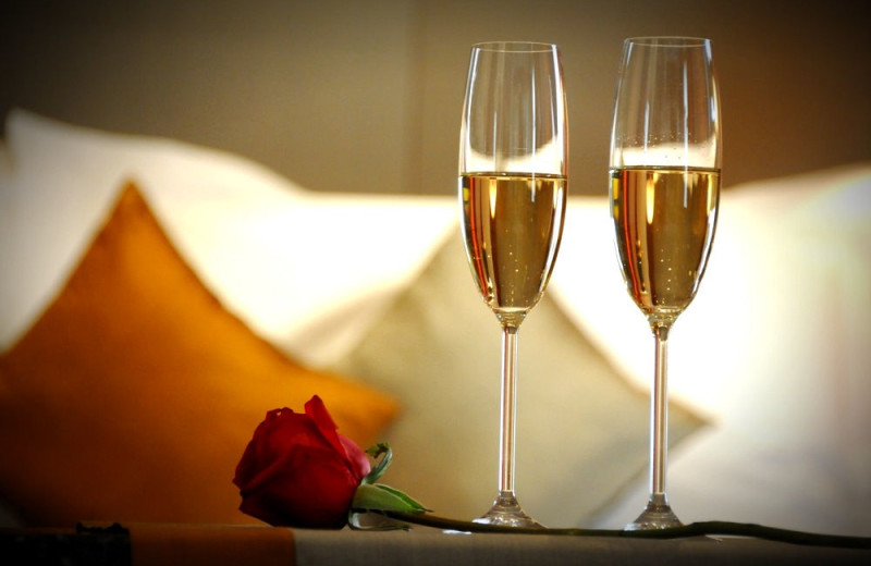 Romantic packages at The New England Inn & Lodge.
