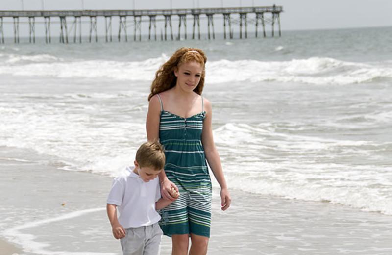 Kids on beach at Ocean Isle Inn.