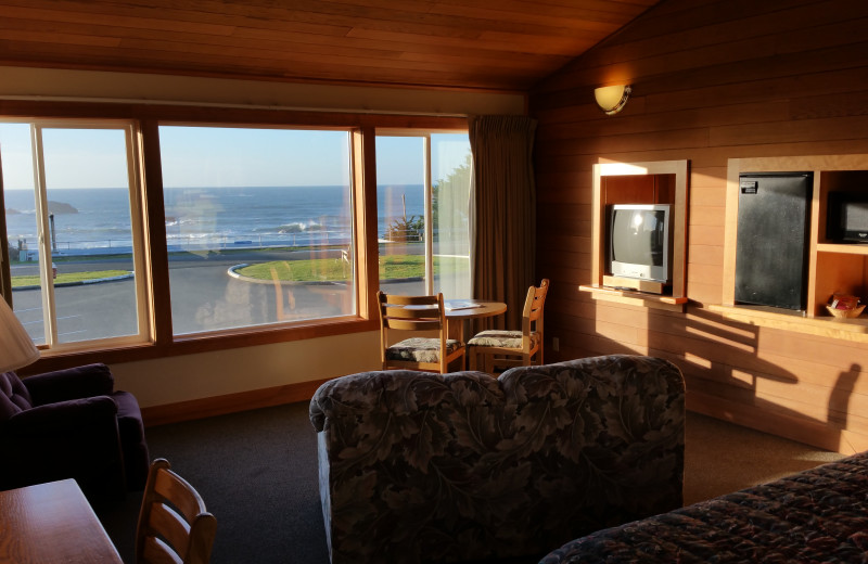 Guest living room at Sunset Oceanfront Lodging.
