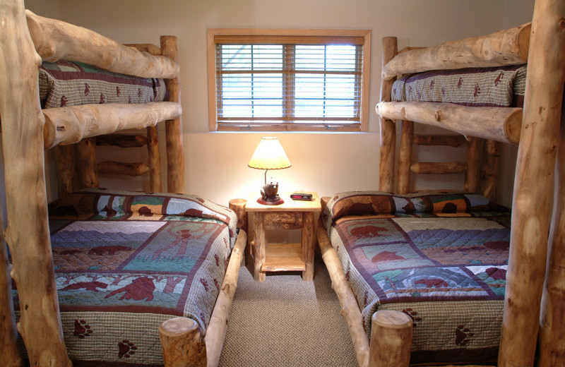 Guest bunk beds at Grizzly Jacks Grand Bear Resort.