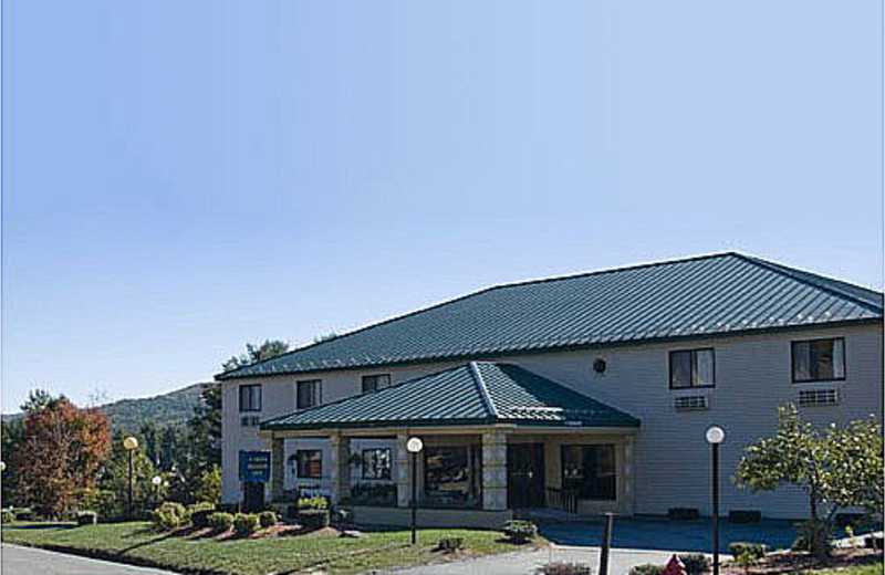 Front entrance to Comfort Inn Lakes Region.