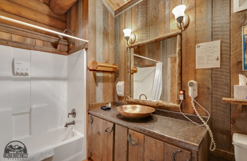 Old Post Cabin bathroom at Red Horse Mountain Ranch.
