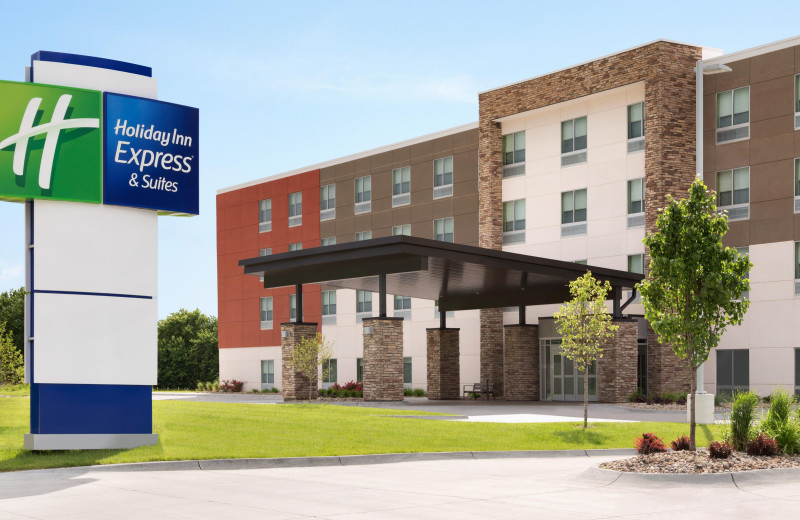 Exterior view of Holiday Inn Express & Suites Madison.