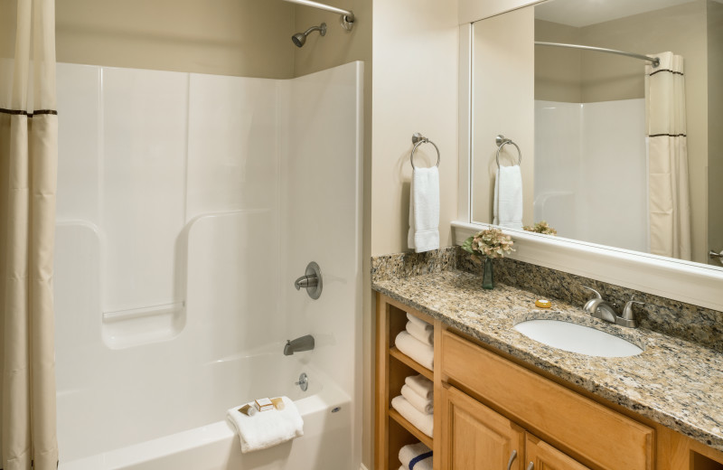 Guest bathroom at Steele Hill Resorts.