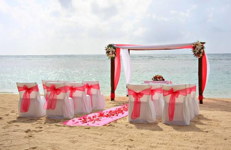Beach wedding at Crowne Plaza Melbourne Oceanfront Resort.