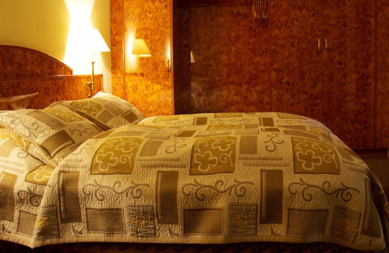 Guest room at Hotel Shodlik Palace.