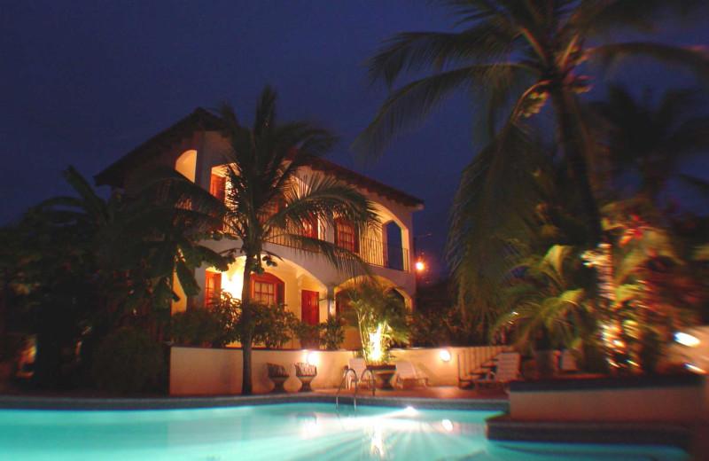 Exterior view of Hotel Villa del Sueno.