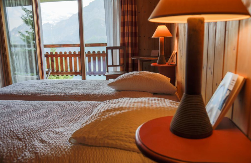 Guest bedroom at McKenzie River Mountain Resort.