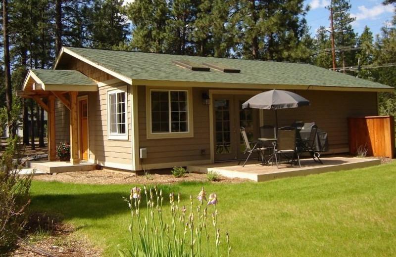 Cabin exterior at Sisters Vacation Rentals.