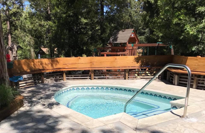 Hot tub at Arrowhead Pine Rose Cabins.