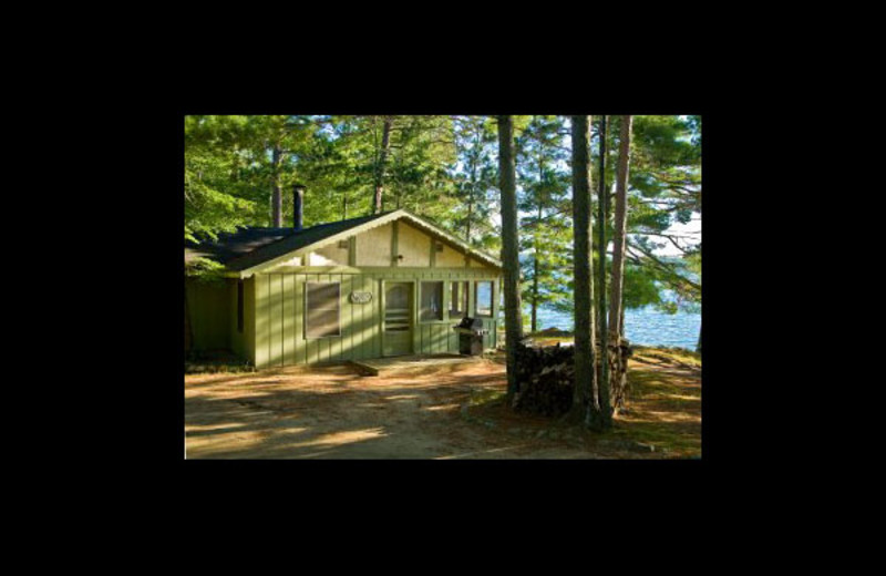 Cabin exterior at Broadwater Lodge.