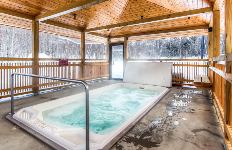 Hot tub at GetAway Vacations.