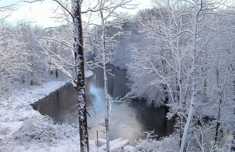 Winter view of river at Riverbend Retreat Resort Lodge & Cottages.