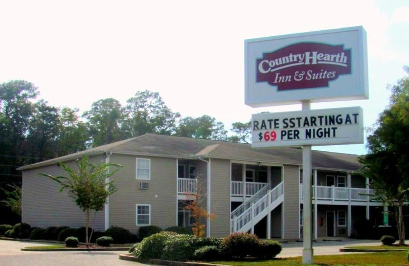 Exterior view of Country Hearth Inn.