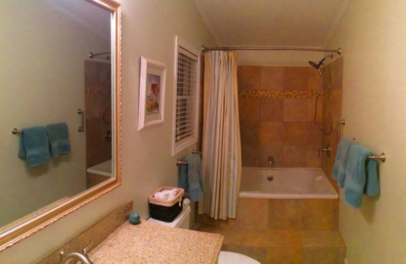 Guest bathroom at Clifftop On Seneca.
