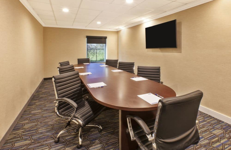 Meeting room at Holiday Inn Express Hotel & Suites - Benton Harbor.