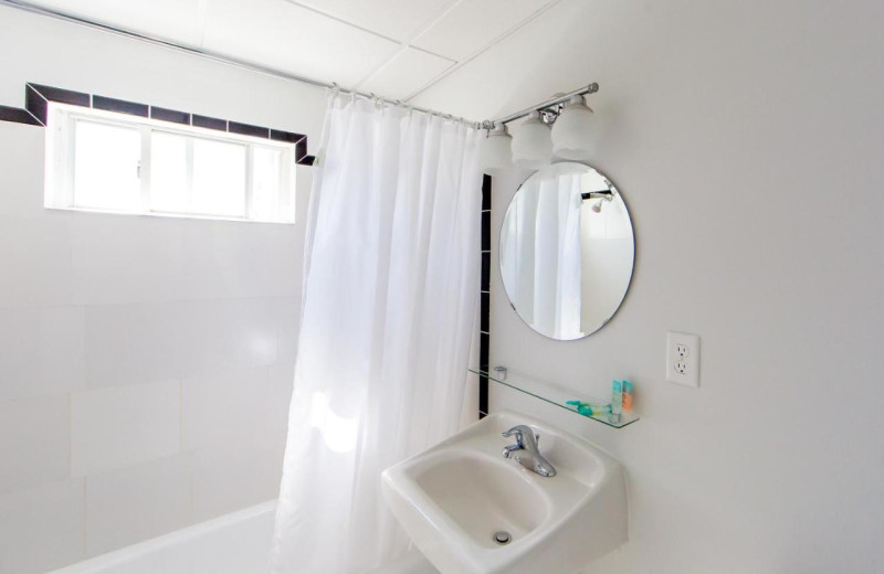 Guest bathroom at The South Winds.