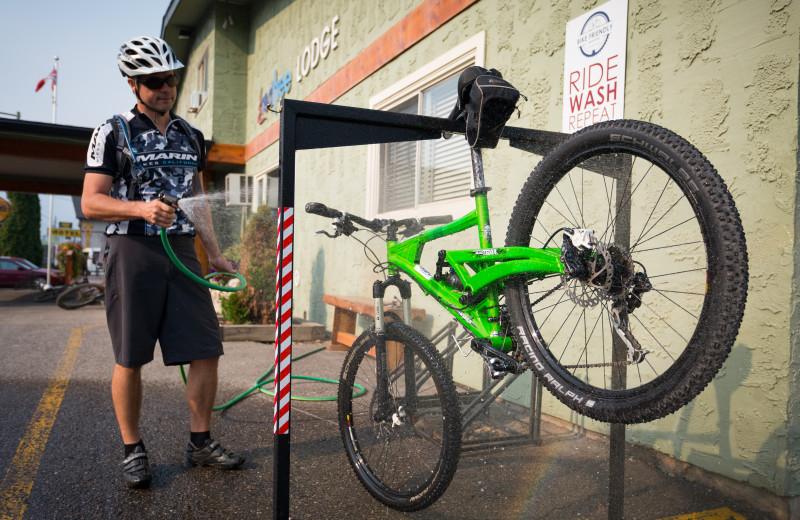 Mountain bike washing station at Red Tree Lodge.