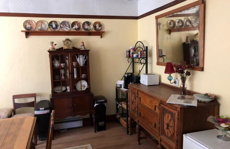 Dining room at Antique Rose Inn.