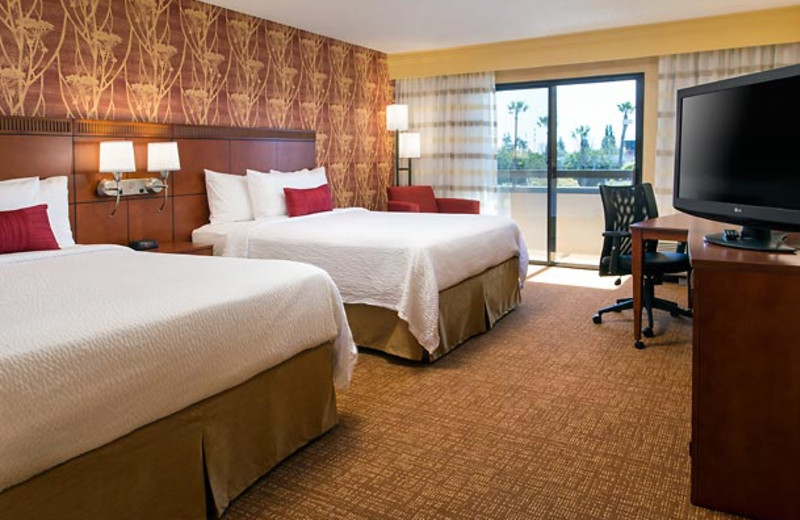 Guest room at Courtyard by Marriott Costa Mesa South Coast Metro.