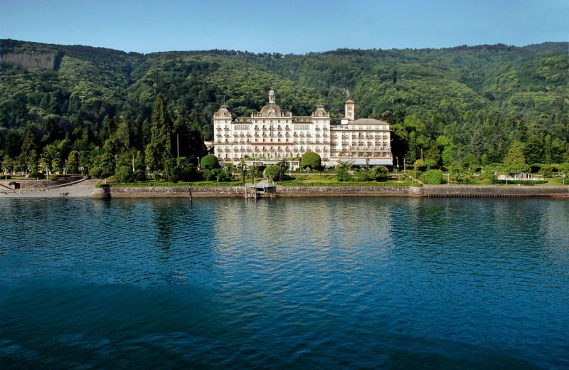 Exterior view of Grand Hotel des Iles Borromees.
