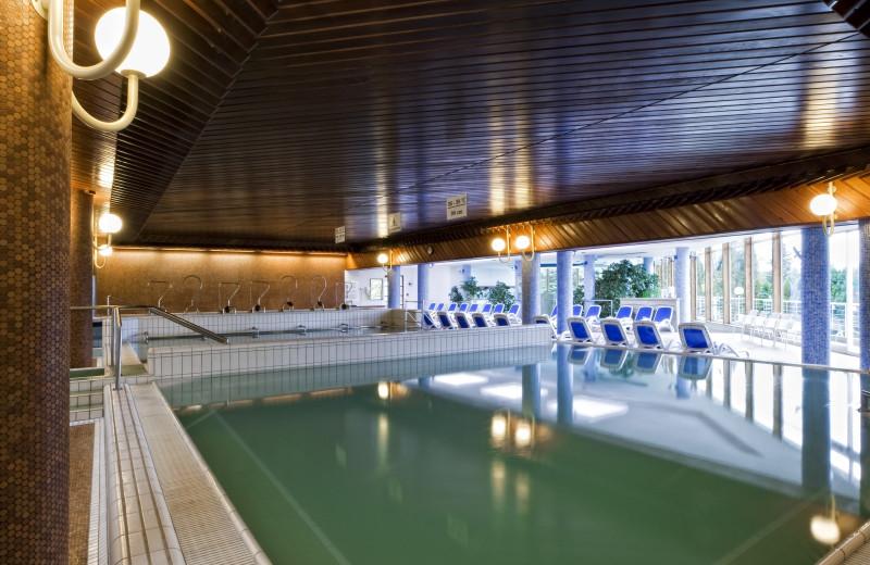 Indoor pool at Danubius Thermal Hotel Aqua.